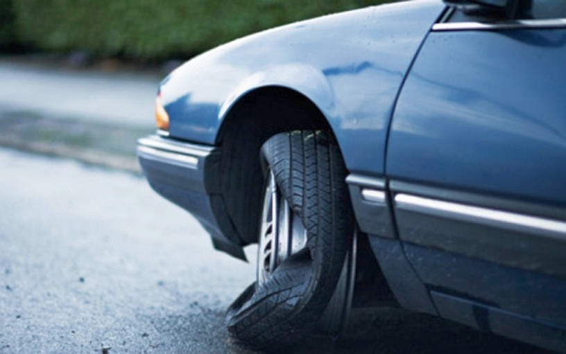 Tyre Blowouts: A Guide To Handle And Prevent Tyre Bursts